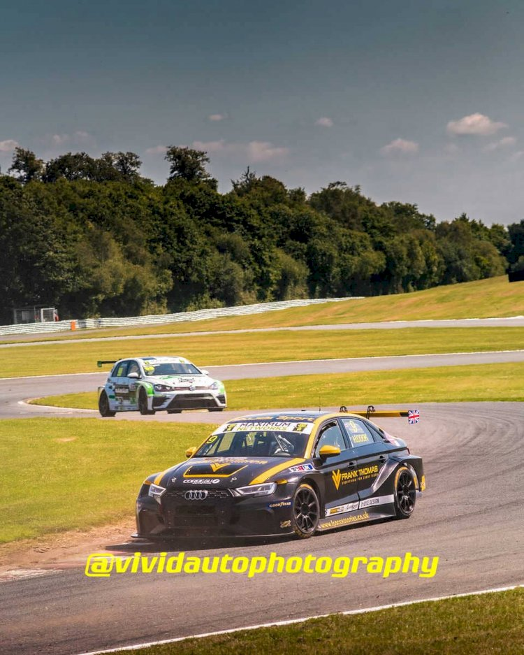 Audi RS3 LMS #9 and Volkswagen Golf GTi TCR #99